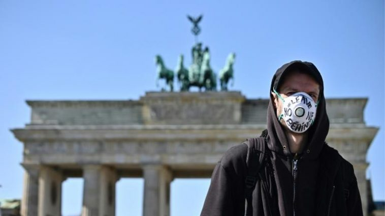 أخبار ألمانيا: إلزامية ارتداء الكمامة