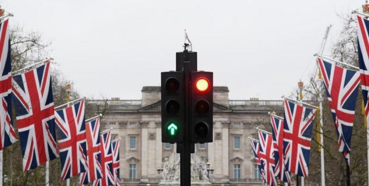 الهجرة إلى بريطانيا: قانون هجرة جديد يعتمد على نظام النقاط