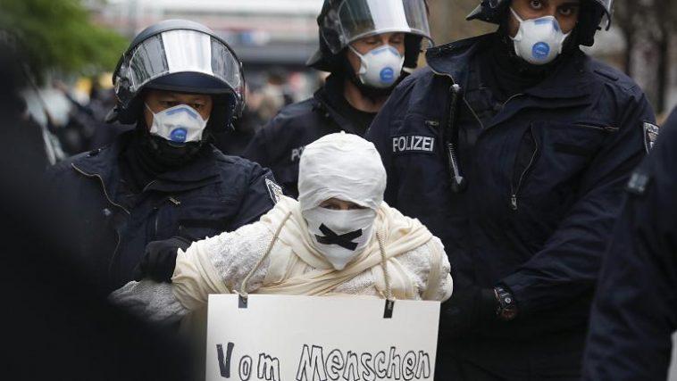 مظاهرات بسبب كورونا