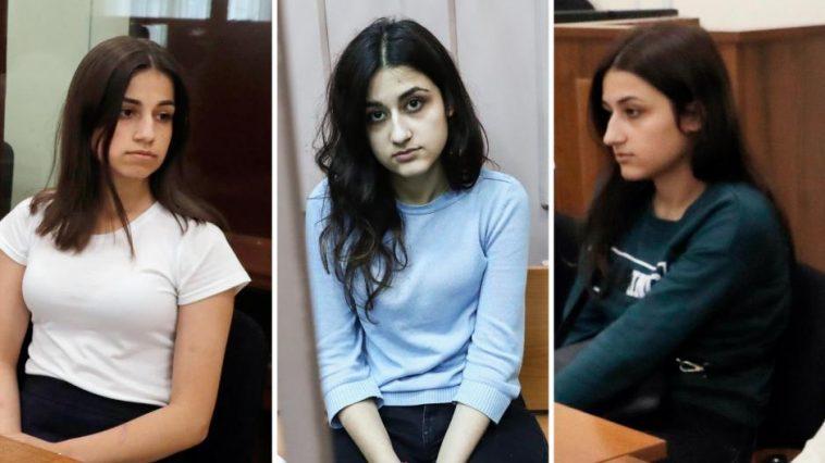 محققون يرفضون إسقاط تهمة القتل عن الشقيقات الروسيات الثلاث اللواتي قتلن والدهن أثناء نومه