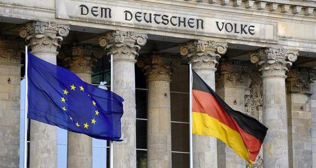 حرق الأعلام في ألمانيا: جريمة يعاقب عليها القانون