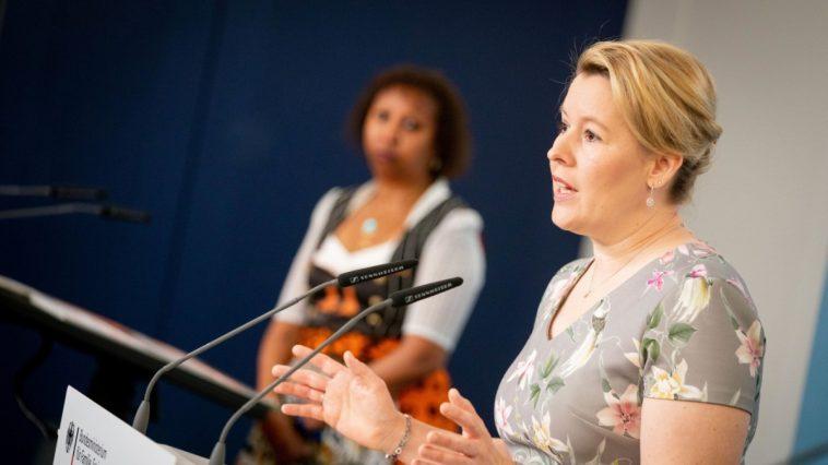 أخبار ألمانيا: وزيرة الأسرة الألمانية: 68 ألف امرأة بأعضاء جنسية مشوهة في ألمانيا