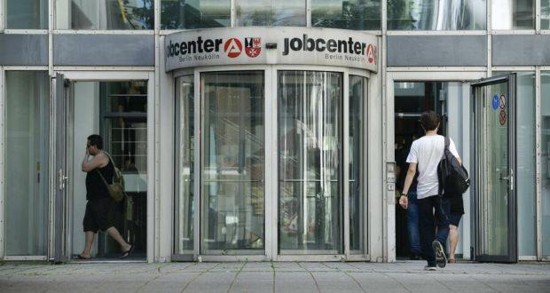 الشركات في أوروبا تجري تخفيضات في الوظائف بسبب كورونا