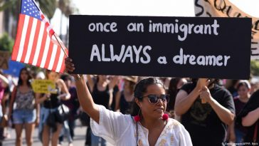 الإبقاء على الحماية القانونية لمئات الآلاف من المهاجرين في الولايات المتحدة
