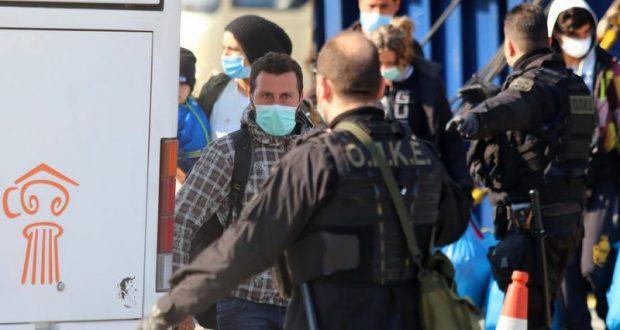 تمديد عزل مخيمات المهاجرين في اليونان بحجة كورونا