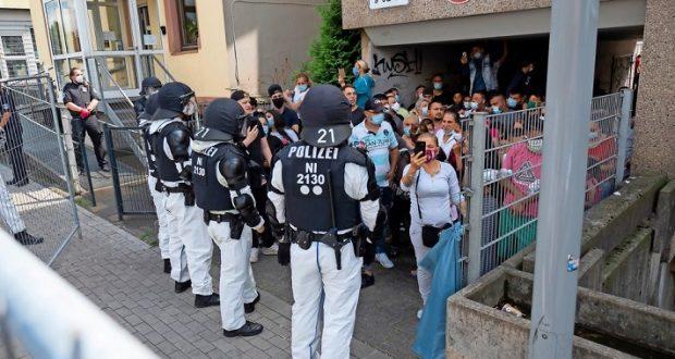 أخبار ألمانيا: أعمال شغب في مجمع سكني بمدينة غوتينغن بعد وضع المئات في الحجر الصحي