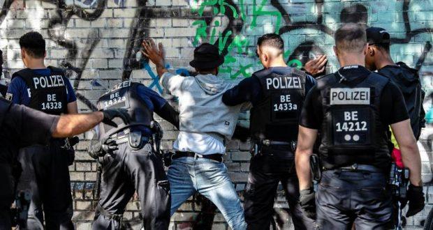 زيادة الممارسات العنصرية للشرطة في أوروبا في ظل كورونا