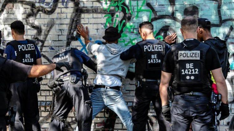 أخبار ألمانيا: قانون جديد في برلين ضد التمييز على أساس الأصول الإثنية أو الدين