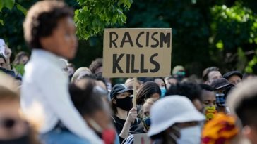 """أخبار ألمانيا: دعوات لحذف كلمة """"عرق"""" من الدستور الألماني"""