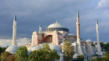 تركيا إعادة تحويل آيا صوفيا إلى مسجد