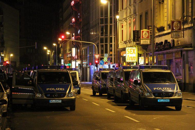 أخبار ألمانيا: حملة أمنية واسعة ضد تنظيم للنازيين الجدد