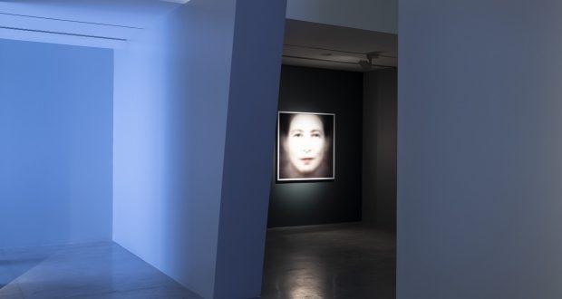 """الشارقة للفنون تفتح معرض """"الفن في زمن القلق"""": من أعمال الفنان تريفور باجلن"""