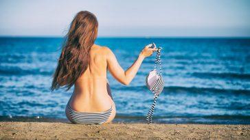فرنسا: حق النساء في الاستلقاء عاريات الصدر على الشواطئ