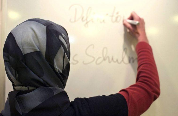 برلين: القضاء الألماني يحكم بتعويض معلمة مسلمة بعد إيقافها عن العمل بسبب الحجاب