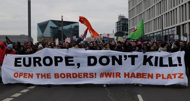 عشر دول أوروبية تلعن استعدادها استقبال لاجئين من اليونان