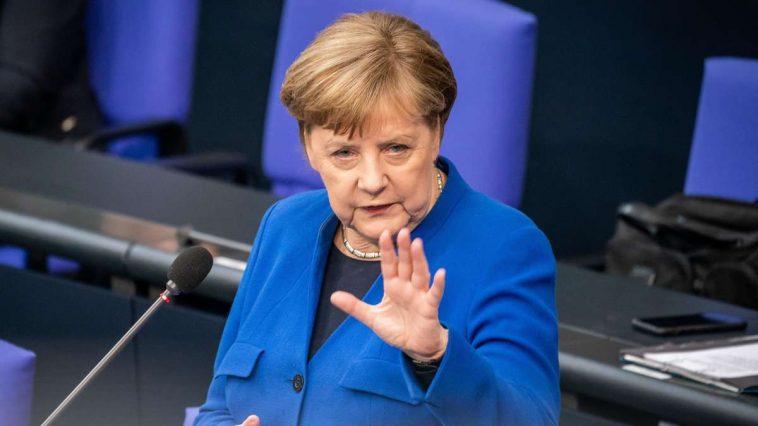ميركل تنتقد مطالب الحزب الاشتراكي الديمقراطي باستقبال آلاف اللاجئين من اليونان