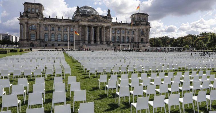 ألمانيا: 13 ألف كرسي أمام البرلمان الألماني للمطالبة باستقبال لاجئين من اليونان