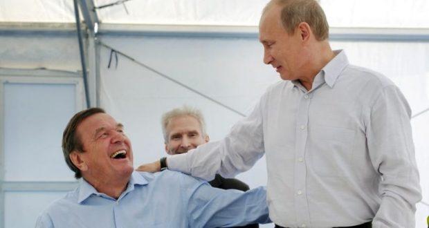 سياسيون ألمان يطالبون مستشار ألمانيا السابق بالتخلي عن منصبه ومكاتبه في روسيا