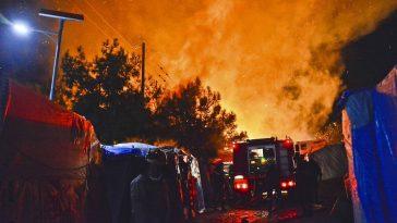 بعد أيام من حريق موريا.. حريق جديد في مخيم للاجئين في جزيرة ساموس اليونانية