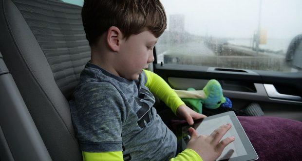 نصائح بسيطة لتسهيل السفر مع الأطفال