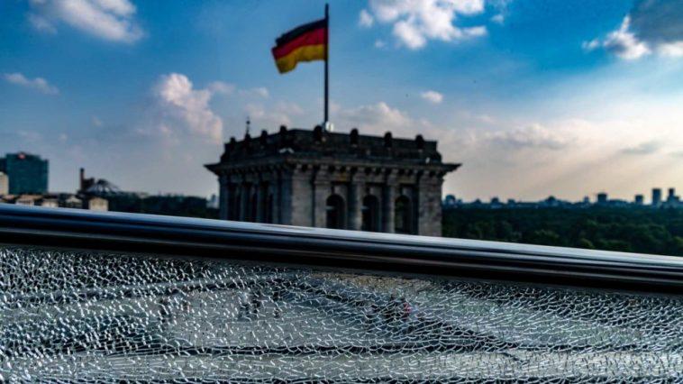 استطلاع: ثلثا الألمان يرون أن توحيد بلادهم لم يكتمل بعد
