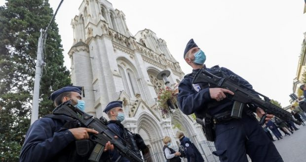 وزير الداخلية الفرنسي: من المرجح وقوع المزيد من الهجمات على أراضي فرنسا
