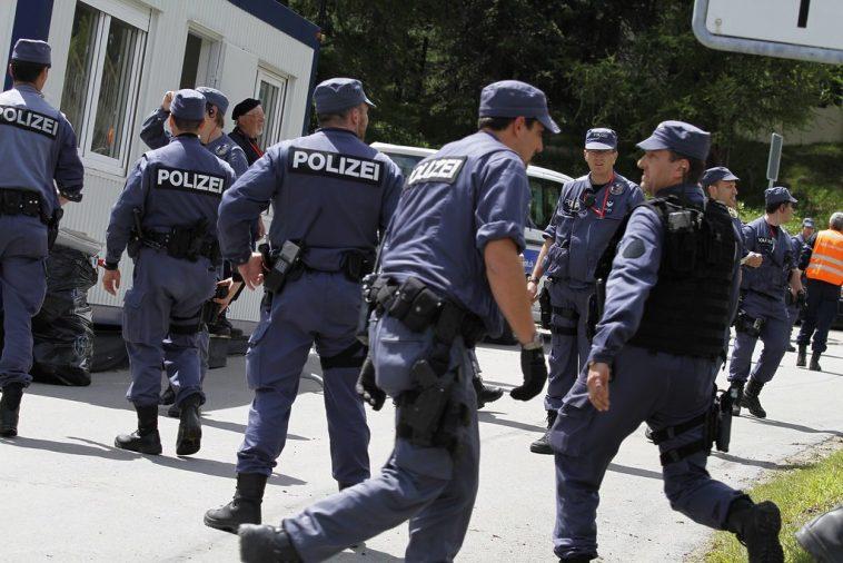ألمانيا: دردشات عنصرية عن اللاجئين والهولوكست بين طلاب شرطة في برلين