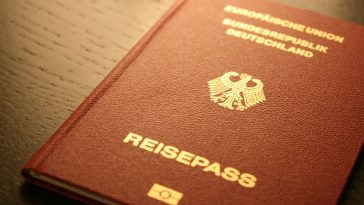 ألمانيا: السلطات ترفض منح طبيب لبناني الجنسية الألمانية لرفضه مصافحة النساء