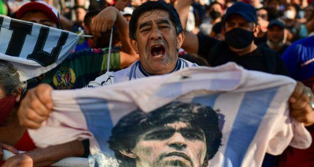 جنازة مارادونا: الأرجنتينيون يلقون نظرة الوداع الأخيرة على أسطورة كرة القدم دييغو مارادونا
