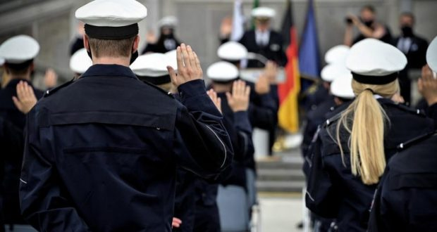 أخبار ألمانيا: إجراءات تأديبية ضد عناصر شرطة بسبب تبادل صور يمينية متطرفة