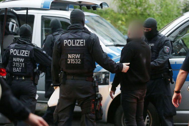 حملة كبرى في ألمانيا و6 دول أوروبية أخرى لمكافحة الكراهية والعنف على الإنترنت