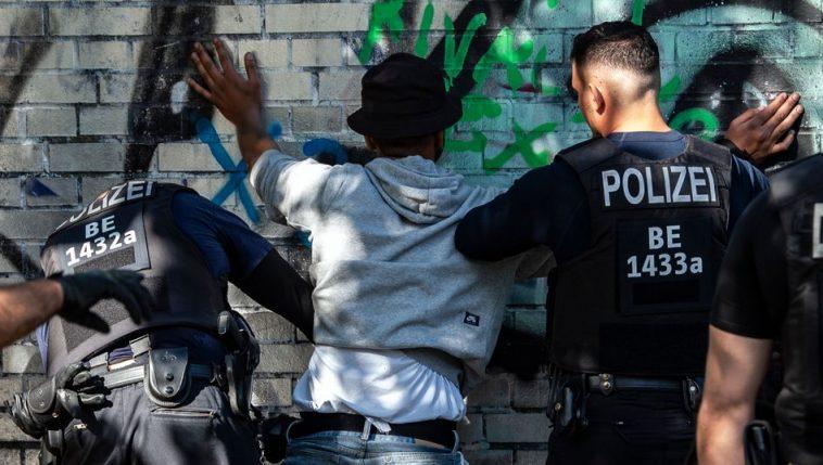 ألمانيا: الموافقة على إجراء دراسة حول تفشي ظاهرة العنصرية في صفوف الشرطة الألمانية