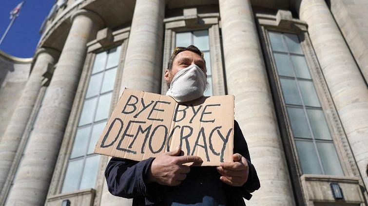 ألمانيا: الديمقراطية في مهبّ الجائحة