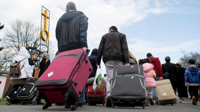 ترحيل اللاجئين السوريين: ألمانيا تتجه نحو استئناف عمليات الترحيل إلى سوريا