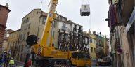 فرق الإنقاذ الفرنسية تحاول إخراج رجل يزن 300 كيلوغرام من منزله