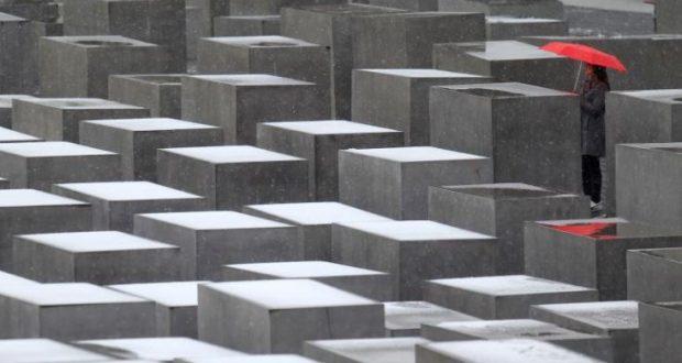 هل يتهرب الألمان من مسؤولياتهم إزاء الحقبة النازية؟