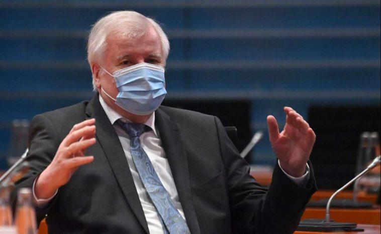 ألمانيا تتجه لفرض قيود على السفر لمواجهة السلالات المتحورة من فيروس كورونا