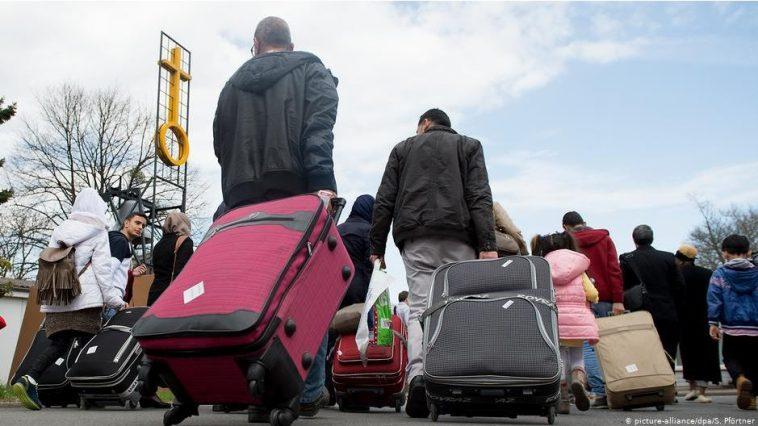 المفوضية الأوروبية تريد تسريع عمليات ترحيل المهاجرين من دول الاتحاد الأوروبي