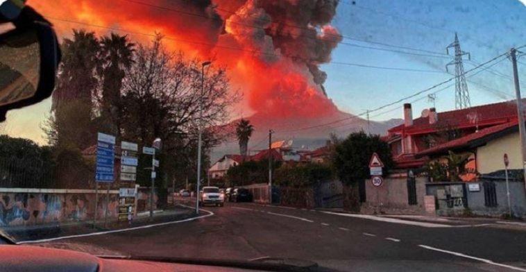 ثوران بركان إتنا في إيطاليا