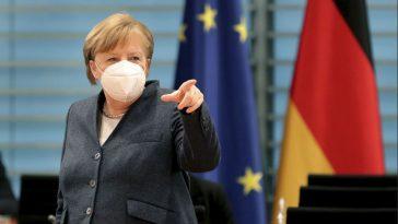 ميركل تؤيد تخفيف قيود كورونا وتقدم خطة أولية لإنهاء الإغلاق في ألمانيا