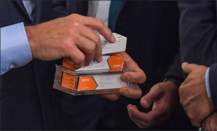 سماسرة ألمان يعرضون 100 مليون جرعة من لقاح كورونا في السوق السوداء