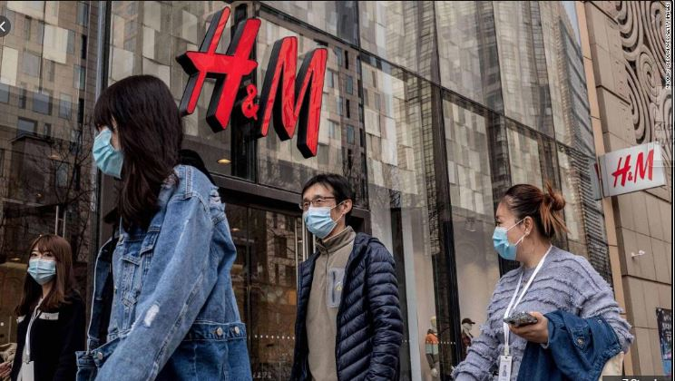 """الصين تهاجم """"H&M"""" وعلامات تجارية غربية بسبب مواقفها من مسلمي الإيغور"""