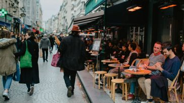 مقاهي الأرصفة الباريسية.. حلمنا الصغير في زمن الكورونا