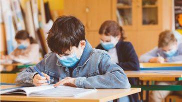 الجائحة وإغلاق المدارس والروضات.. معاناة متواصلة ما بين الأهالي والأطفال