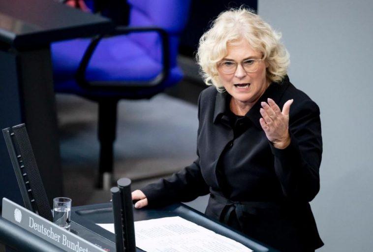ألمانيا: وزيرة العدل تتهم المستشارية بعرقلة مشروعين ضد التطرف اليميني والعنصرية