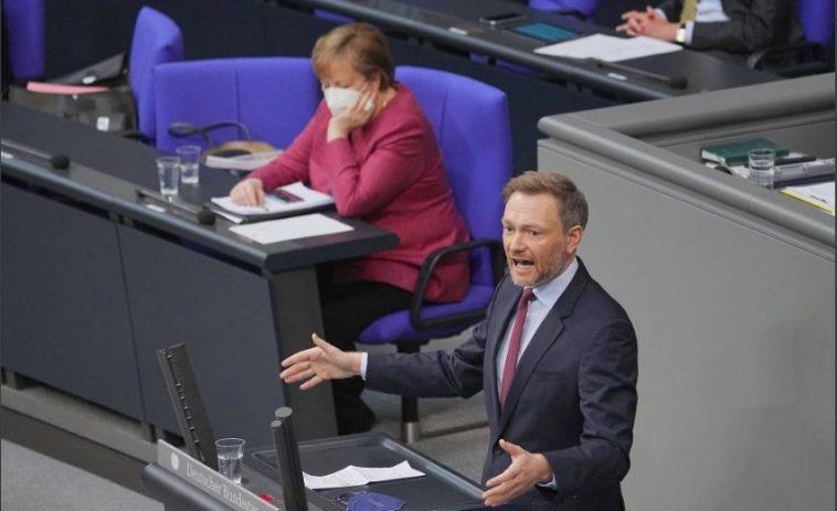 """ألمانيا: حظر التجول: زعيم """"الحزب الديمقراطي الحر"""" يهدد ميركل بدعوى قضائية دستورية"""