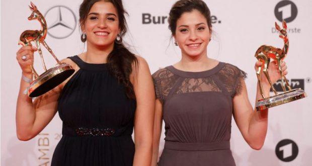 فيلم الشقيقتين السباحتين يسرا وسارة مارديني على نتفليكس: فيلم يروي قصة لاجئتين سوريتين