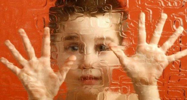 أعراض التوحد اضطرابات التواصل الاجتماعي