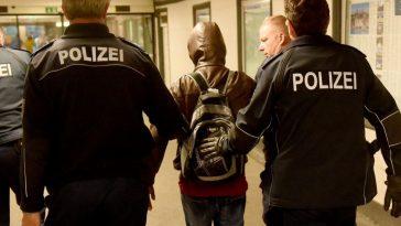 محكمة ألمانية تلزم السلطات بإعادة لاجئ سوري تم ترحيله من ألمانيا