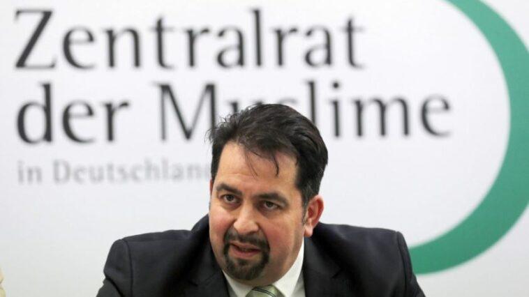 """رئيس المجلس المركزي للمسلمين في ألمانيا يدين الاحتجاجات """"المعادية للسامية"""""""